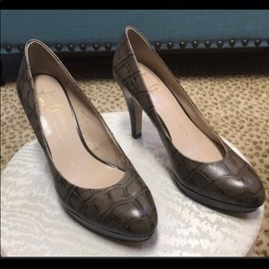 Taupe leather pumps